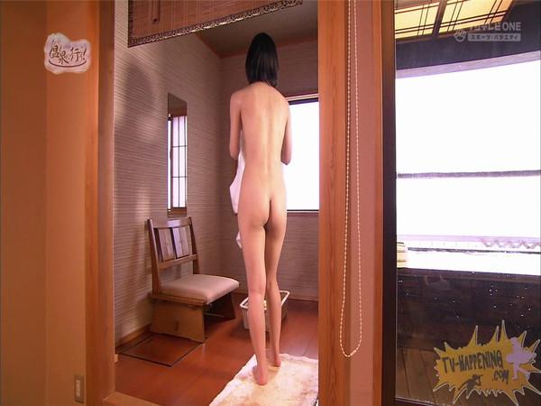【放送事故画像】もしやパイパン?温泉に行こうに出た女性がパイパンっぽいので際どいシーンがやばいww 49