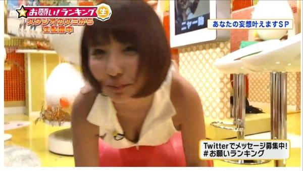 【放送事故画像】テレビに爆乳が映る!このオッパイ一体何カップ?? 06