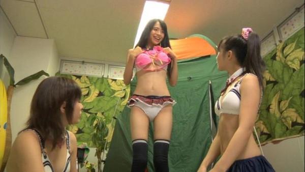 【放送事故画像】パンツが見えてる?それでテレビに映れればお構いなしなんだよwww 17