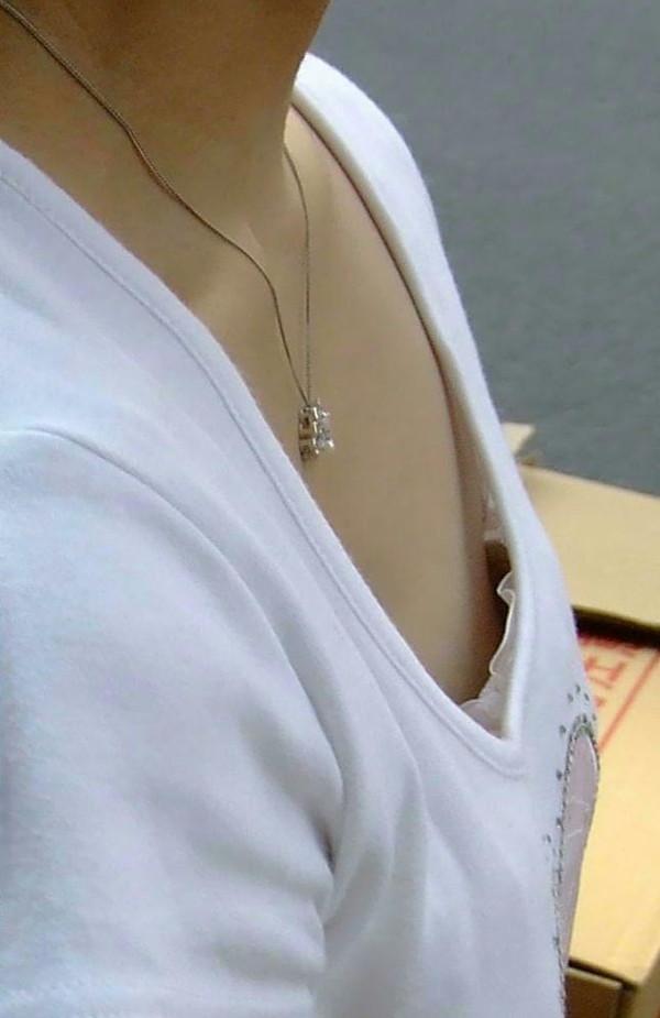 【ポロリ画像】日本人のチラッと見える乳首と外人のガッツリ見える乳首、どっちが好き?ww 12