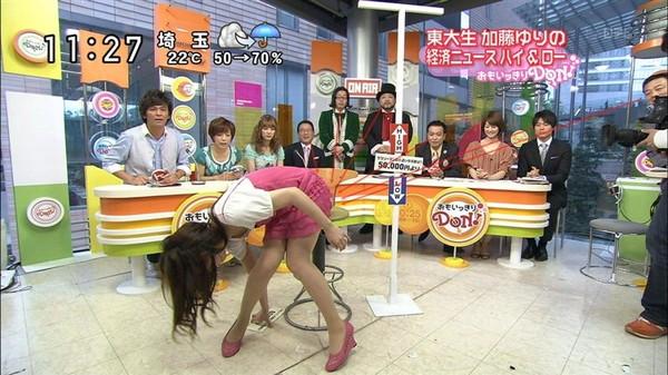 【放送事故画像】パンストの脚もいいけど、俺はやっぱり生足が好きww