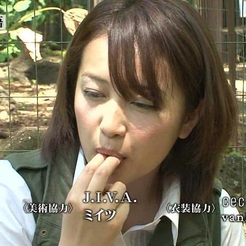 【疑似フェラ画像】テレビでそんなエロい食べ方するくらいなら俺のチンコも食べてみないかwww 04