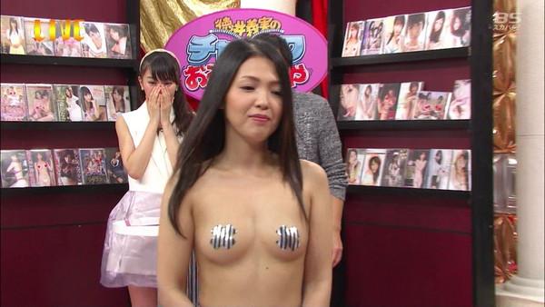 【放送事故画像】こんなオッパイ丸出しの女なんかテレビに映したらあか~んwww 18