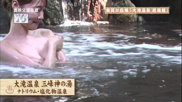 【放送事故画像】濡れた体と一枚のバスタオルがエロく見える、温泉美人たちww 12