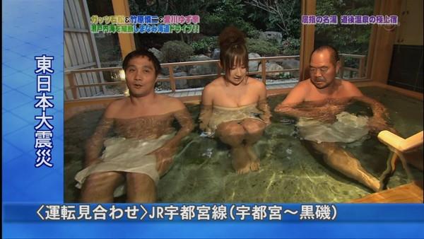 【放送事故画像】濡れた体と一枚のバスタオルがエロく見える、温泉美人たちww 18
