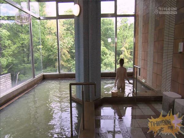 【お宝エロ画像】「温泉に行こう」に出てたギャルがお尻に日焼け跡くっきりでまじエロいんですけどww 27