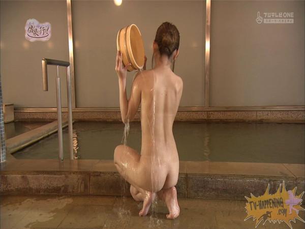 【お宝エロ画像】「温泉に行こう」に出てたギャルがお尻に日焼け跡くっきりでまじエロいんですけどww 39