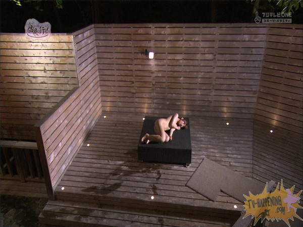 【お宝エロ画像】「温泉に行こう」に出てたギャルがお尻に日焼け跡くっきりでまじエロいんですけどww 48
