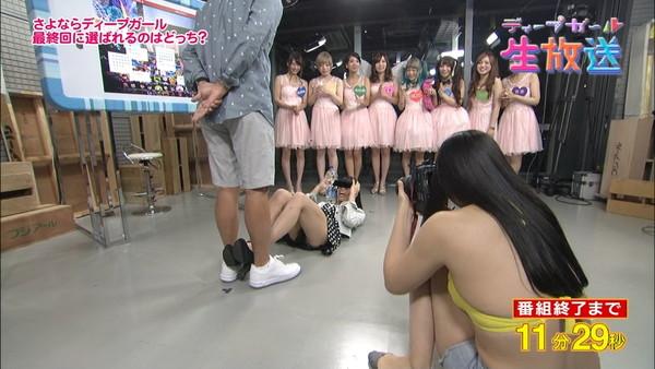 【放送事故画像】パンツも水着も一緒なんだから見られても平気と思ってる女達www 10