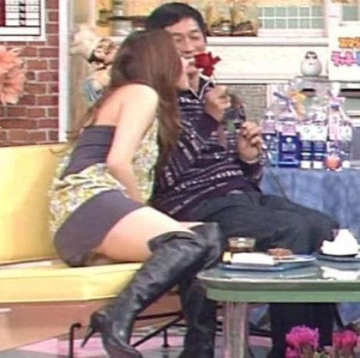 【放送事故画像】パンツも水着も一緒なんだから見られても平気と思ってる女達www 23