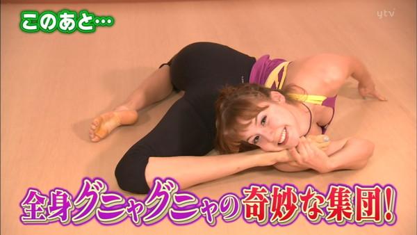 【放送事故画像】素人がアイドル顔負けのオッパイさらけ出してテレビに映ってたwww 03