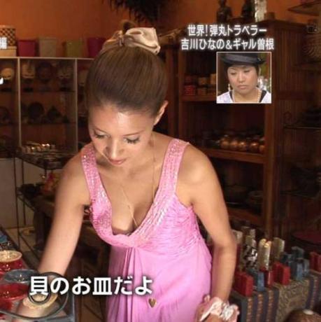 【放送事故画像】素人がアイドル顔負けのオッパイさらけ出してテレビに映ってたwww 21