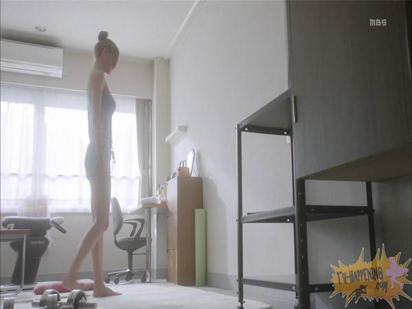 【お宝エロ画像】監獄学園第6話!腕相撲対決で揺れる爆乳ポロリ寸前!! 11