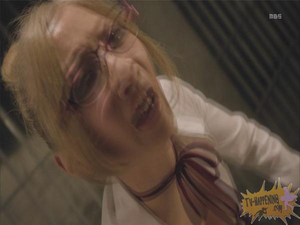 【お宝エロ画像】監獄学園第6話!腕相撲対決で揺れる爆乳ポロリ寸前!! 32