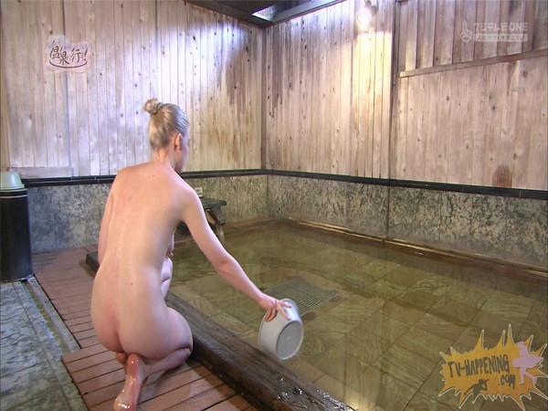 【お宝エロ画像】今回の温泉に行こうは外人の金髪美女!!お尻マジエロいwww 28