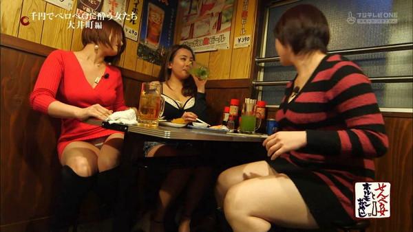 【放送事故画像】お股広げすぎで奥の方に何かが見えてるんだが、これはパンツか?ww 05