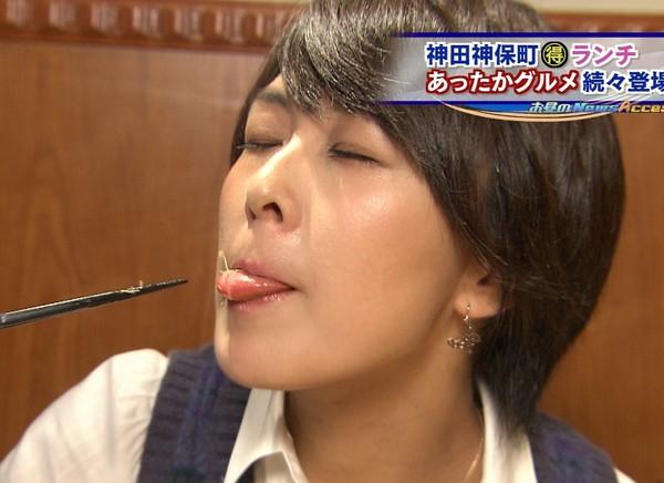 【疑似フェラ画像】この女達テレビなのに完全にフェラしてる所思いながら食べてるよな!! 06