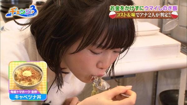 【疑似フェラ画像】この女達テレビなのに完全にフェラしてる所思いながら食べてるよな!! 09