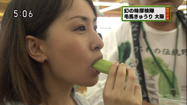 【疑似フェラ画像】この女達テレビなのに完全にフェラしてる所思いながら食べてるよな!! 21