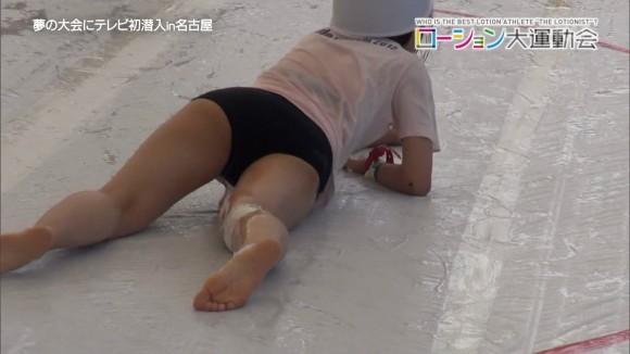 【放送事故画像】テレビで透け透けの衣装でやらしく自分の下着を見せつけてる女達ww 18