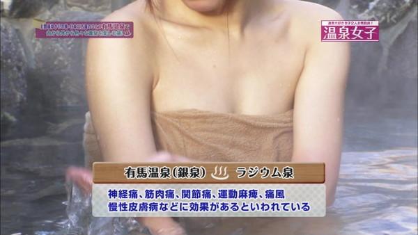 【放送事故画像】バスタオルの中を想像してください!チンコ立ってきませんか?w 02