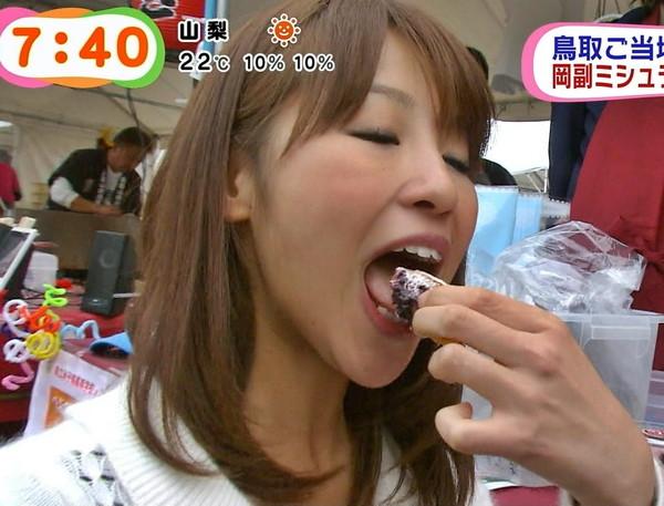 【疑似フェラ画像】美味しさを伝えてるのか、エロさを伝えてるのか?女子アナやアイドルの食レポw 17