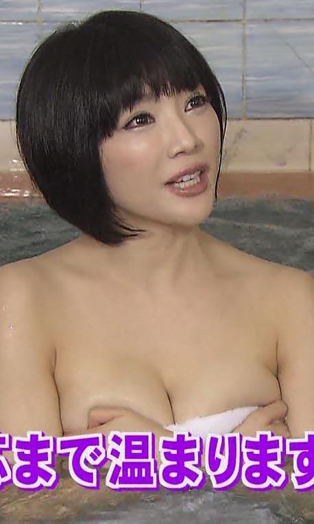 【放送事故画像】温泉レポ―としてる女のバスタオル取れたらいいのにっていつも思ってしまうよなww 17