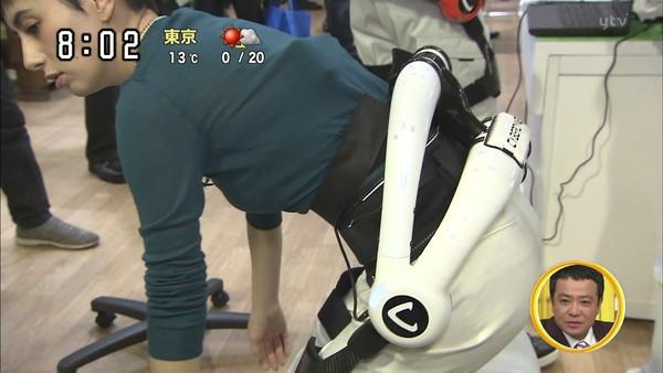 【放送事故画像】テレビで見せるプリップリのお尻女達がエロくてたまらんwww 07