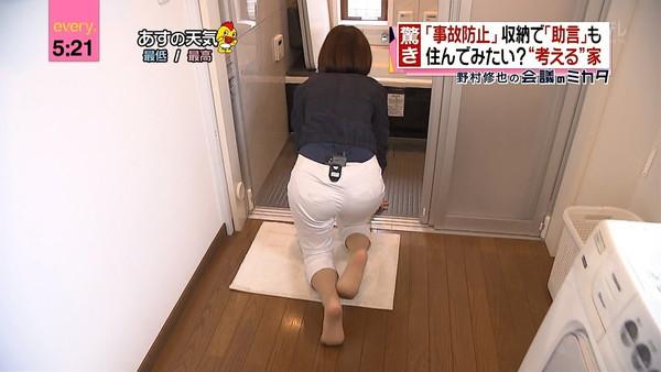 【放送事故画像】テレビで見せるプリップリのお尻女達がエロくてたまらんwww 18