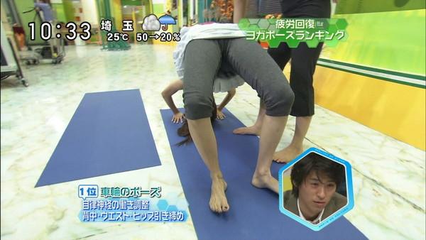 【放送事故画像】食い込み過ぎてマン筋が!!そんなマンコの形してるんだww 12