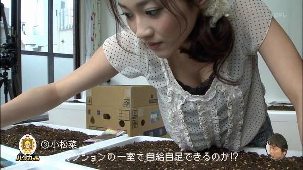 【放送事故画像】最近の女子アナはやたらと谷間を見せつけたがるみたいww 21