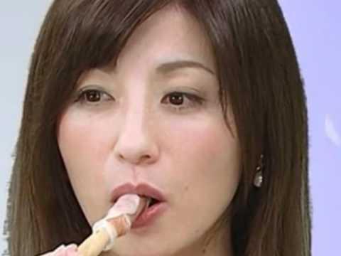 【疑似フェラ画像】テレビに映った舌出したり吸ったり食べてる時の顔がエロい女達www 05