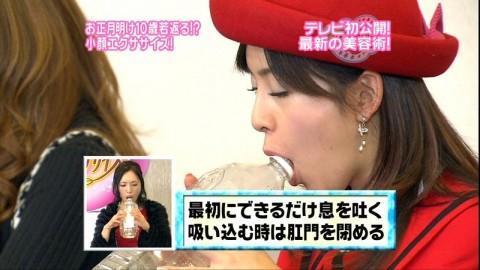 【疑似フェラ画像】テレビに映った舌出したり吸ったり食べてる時の顔がエロい女達www 07