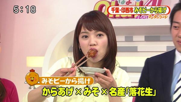 【疑似フェラ画像】テレビに映った舌出したり吸ったり食べてる時の顔がエロい女達www 14