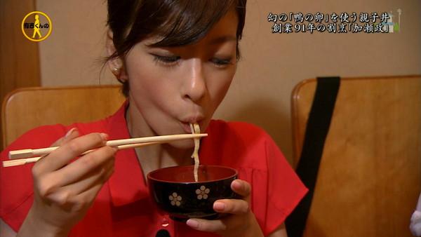 【疑似フェラ画像】テレビに映った舌出したり吸ったり食べてる時の顔がエロい女達www 19