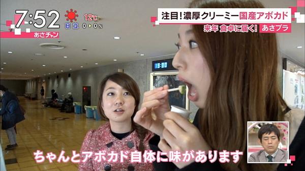 【疑似フェラ画像】テレビに映った舌出したり吸ったり食べてる時の顔がエロい女達www 22