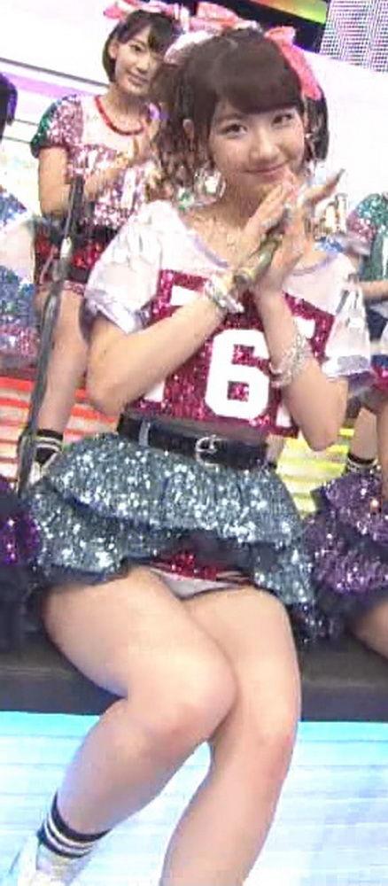 【放送事故画像】テレビでパンツ見えてようが別に平気な女達www 13