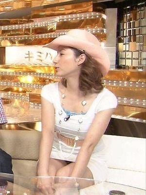 【放送事故画像】テレビでパンツ見えてようが別に平気な女達www 20