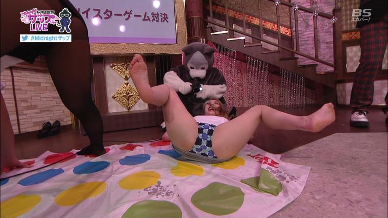 【放送事故画像】いつでも準備OKよ!テレビなのに大股開いて誘惑する女達ww