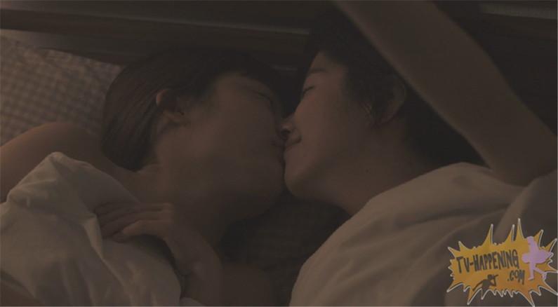 【お宝画像】トランジットガールズで遂にレズのベッドシーンか!?w 14