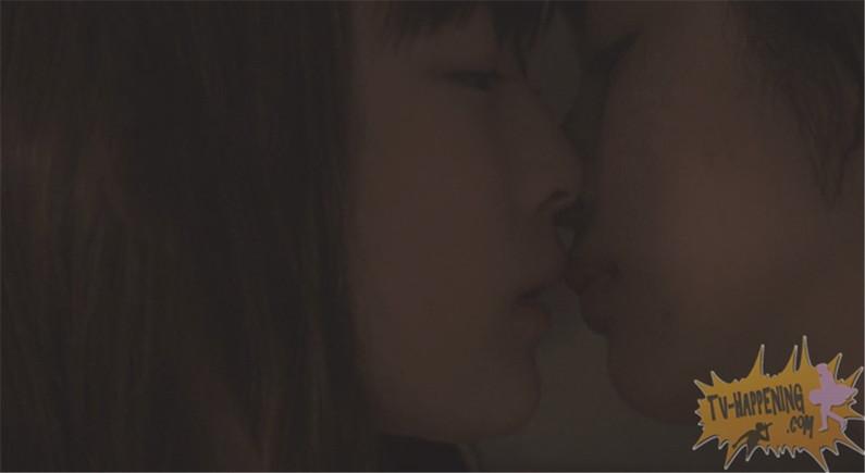 【お宝画像】トランジットガールズで遂にレズのベッドシーンか!?w 21
