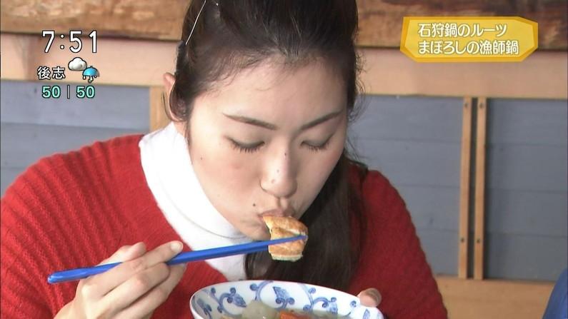 【放送事故画像】この女達は完全に狙ってこんな食べ方してるんだろうなww 10
