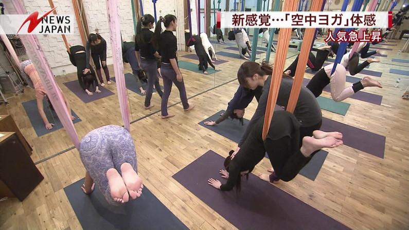 【放送事故画像】テレビでお尻突きだしちゃって形も大きさも丸わかりな女達www 02