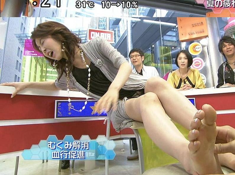 【放送事故画像】臭そうな足がテレビに映ってるんだけどちょっと臭ってみたくないか?ww 05