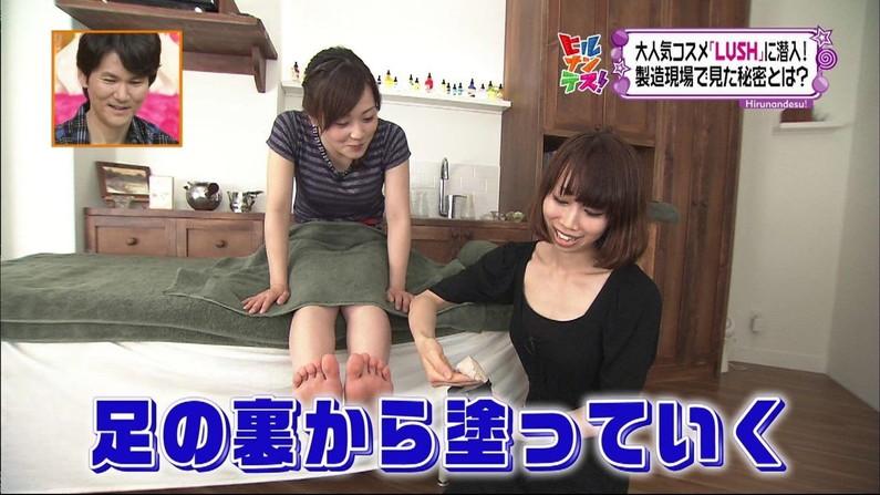 【放送事故画像】臭そうな足がテレビに映ってるんだけどちょっと臭ってみたくないか?ww 16