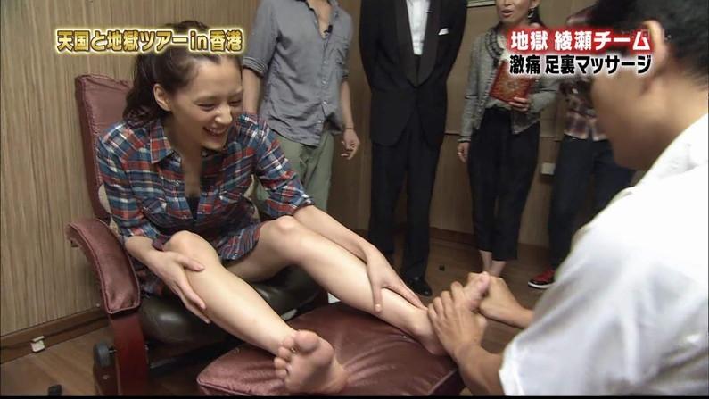 【放送事故画像】臭そうな足がテレビに映ってるんだけどちょっと臭ってみたくないか?ww 18