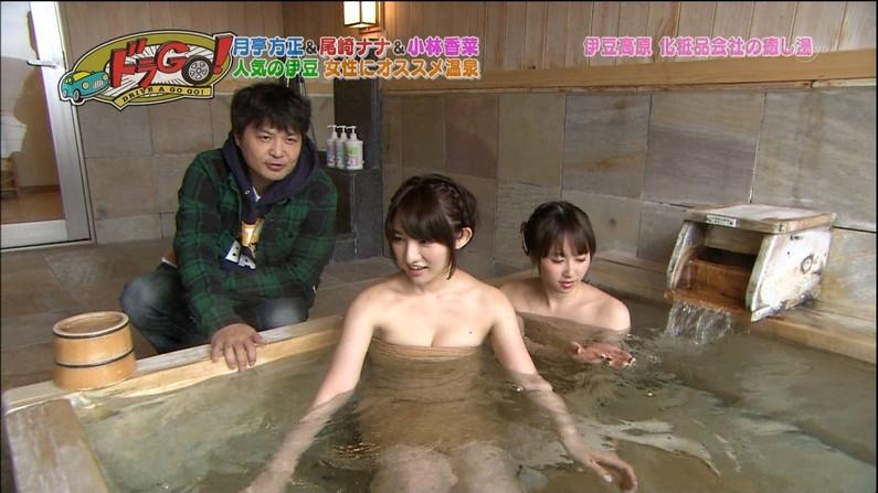 【放送事故画像】バスタオル一枚と言う超無防備な状態でテレビに映る女子アナやアイドル達ww 04