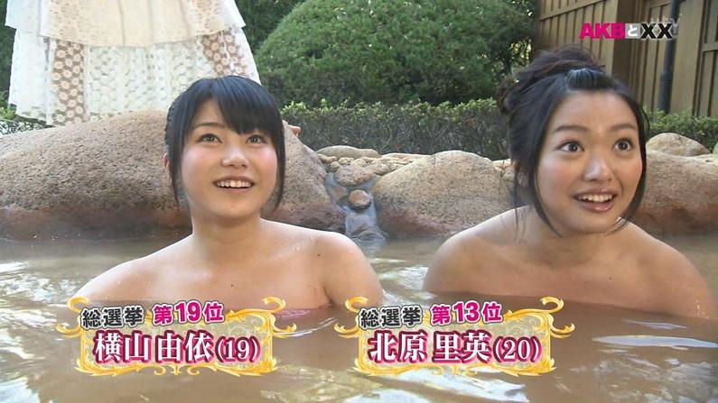 【放送事故画像】バスタオル一枚と言う超無防備な状態でテレビに映る女子アナやアイドル達ww 06