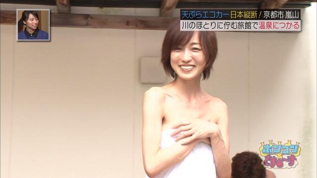 【放送事故画像】バスタオル一枚と言う超無防備な状態でテレビに映る女子アナやアイドル達ww 11