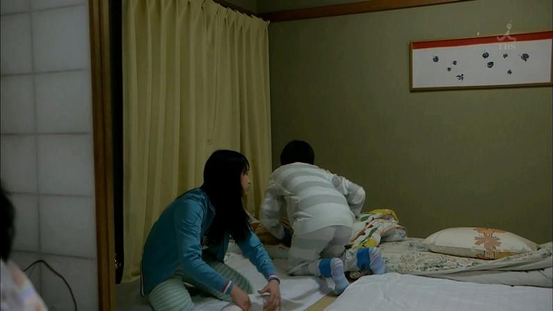 【放送事故画像】テレビ見ててもこんな尻出て来たら尻ばっかり見てしまうよなww 23